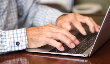 シニア層のインターネット利用、ネットショッピング利用率は11年間で3倍